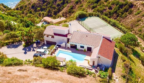 Actor Stuart Townsend parts ways with coastal home in Malibu