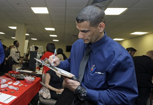 Initial jobless claims drop back below 300,000