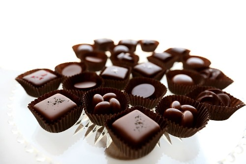 Eating chocolate gets another thumbs-up for heart attack, stroke prevention - Los Angeles Times
