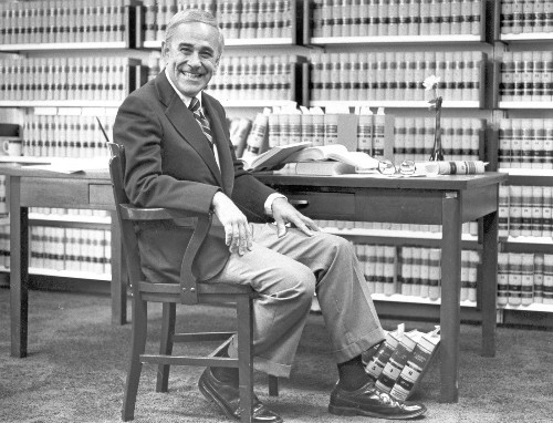 Arthur L. Alarcon, 9th U.S. Circuit's first Latino judge, dies at 89