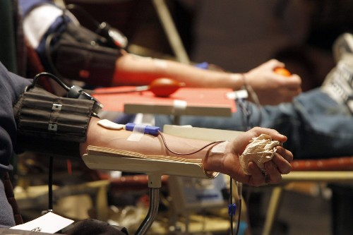 FDA allows gay and bisexual men to donate blood, but only under certain conditions