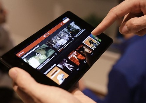 U.S. adults spend two-plus hours a day thumbing on mobile devices - Los Angeles Times