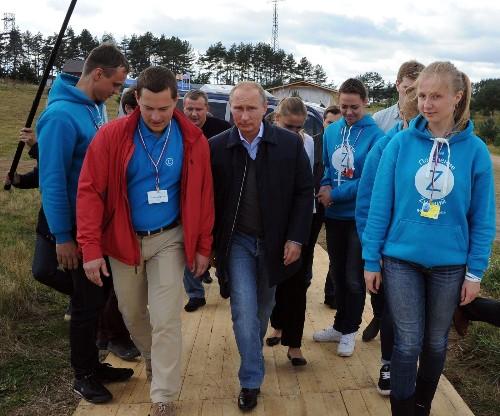 Putin denies invading Ukraine, warns West 'not to mess with us'