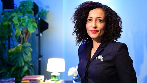 Zadie Smith's brilliance is on display in 'Feel Free' - Los Angeles Times