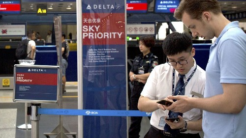 Delta Air Lines' new boarding process loads big spenders and loyal customers first - Los Angeles Times