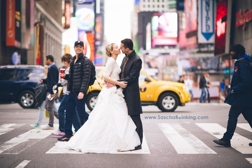 Zach Braff: Wedding picture was one of my 'best photobombs ever' - Los Angeles Times