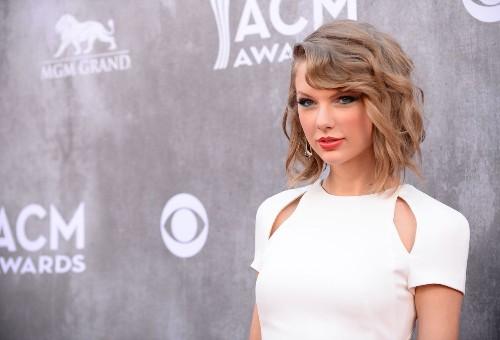 Taylor Swift surprises fan with heartfelt love advice