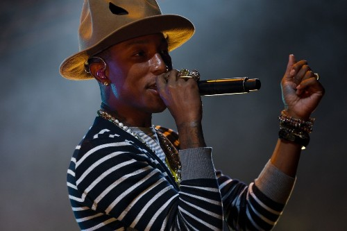 Pharrell issues apology after headdress photo spurs backlash