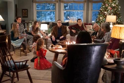 It's hard to like the messy and overdone 'Love the Coopers' - Los Angeles Times