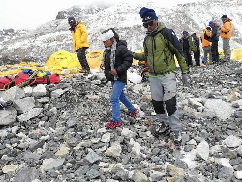 Nepal earthquake leaves climbers stranded on Mt. Everest - Los Angeles Times
