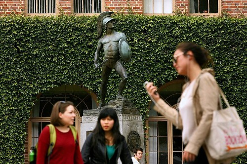 Foreign students continue to flock to U.S. colleges
