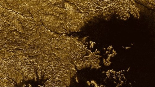 Liquid methane carved deep canyons into Saturn's moon Titan, Cassini finds