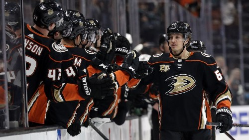 Ducks' recent surge continues in 4-3 OT win over Sharks