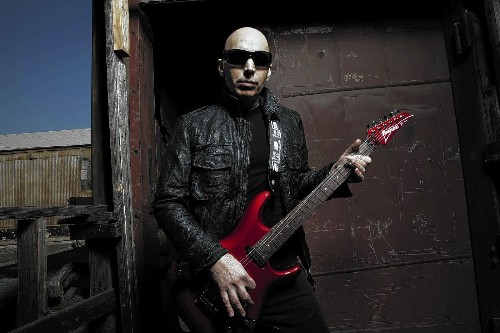Guitarist Joe Satriani finds the right chord for fitness - Los Angeles Times