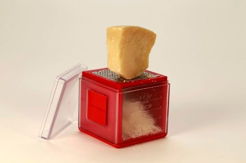 Kitchen gadget: Grate, collect and measure with the Cube Grater from Microplane