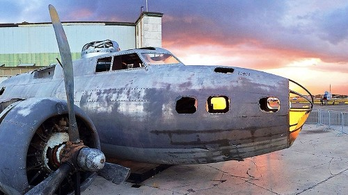 Pearl Harbor welcomes the Swamp Ghost, a WWII bomber that has a chilling story to tell - Los Angeles Times