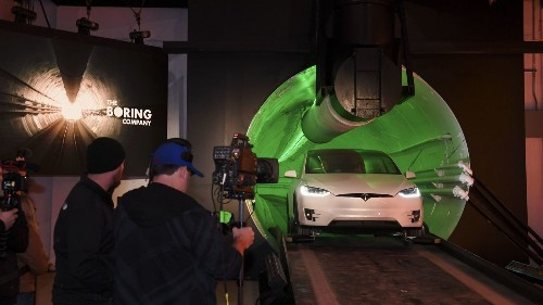 Elon Musk unveils his company's first tunnel in Hawthorne, and it's not a smooth ride - Los Angeles Times