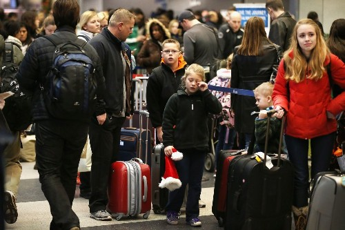 Families can pre board with United Airlines -- again - Los Angeles Times