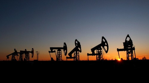 Oil price drop threatens to hit Russia, Iran harder than sanctions