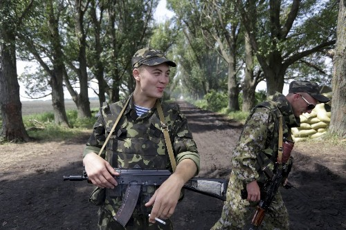 Russian troops pulling back from Ukrainian border, U.S. officials say - Los Angeles Times