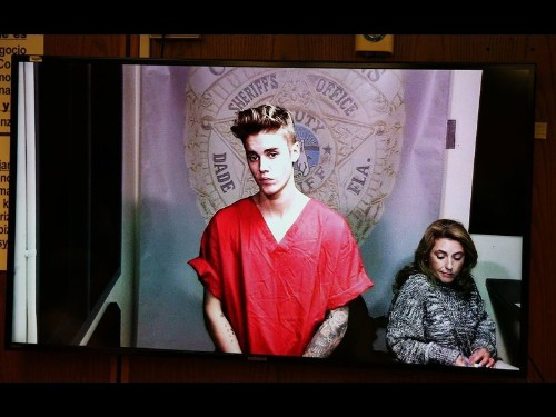 Deport Justin Bieber petition tops 100,000; White House must respond - Los Angeles Times
