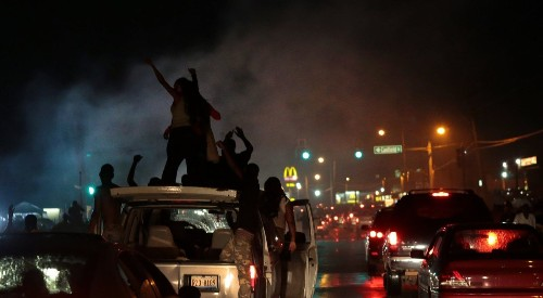 Police in Ferguson confront looters in new outbreak of street protests