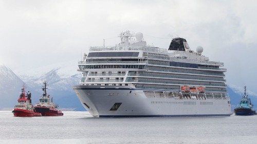Troubled Norway cruise ship makes it to port