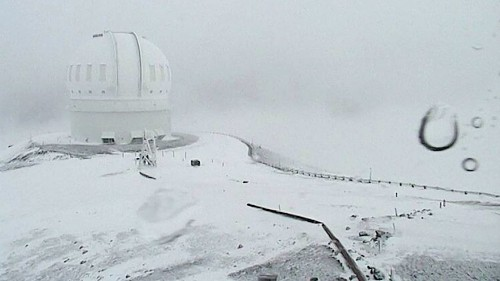 Hawaii's highest peaks get 2 feet of snow — and more is on the way - Los Angeles Times