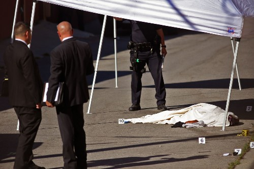 LAPD report: Woman fatally shot last week had moved toward officer with knife - Los Angeles Times