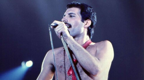 'Bohemian Rhapsody' glosses over Freddie Mercury's roots and religion — just like he did - Los Angeles Times