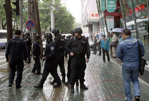 Bombs tossed out car windows in Chinese terror attack; 31 dead - Los Angeles Times