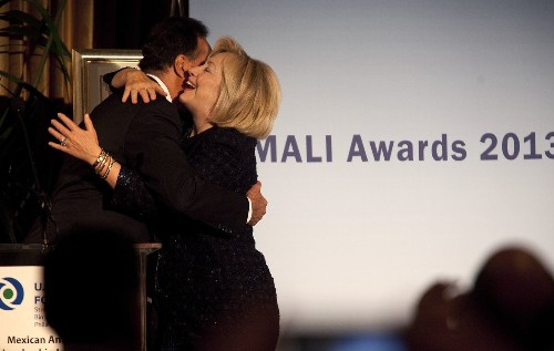 Hillary Clinton hails Latino efforts, urges immigration overhaul - Los Angeles Times