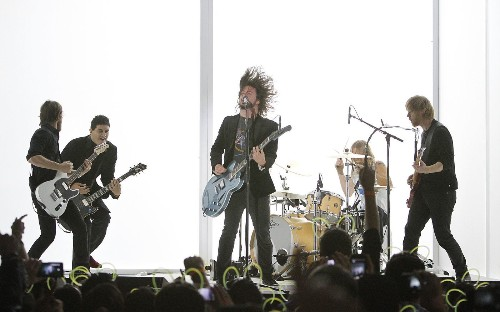 Foo Fighters to stream live concert following HBO series premiere - Los Angeles Times