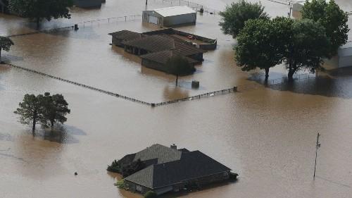 Tulsa, Oklahoma, neighborhoods prepare to evacuate as flooding tests levees