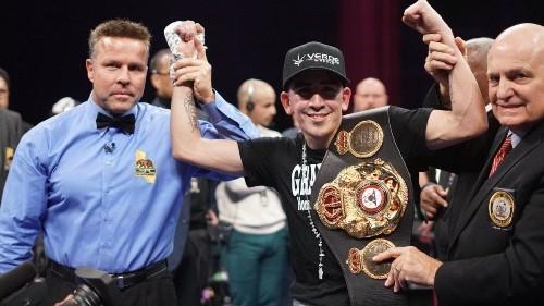 Leo Santa Cruz retains belt with unanimous decision over Rafael Rivera