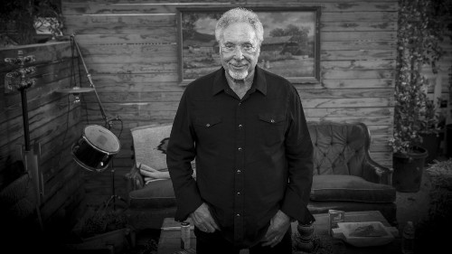 Tom Jones, mourning 'lost love,' turns to country at Stagecoach