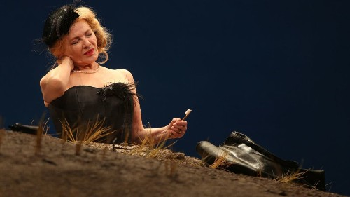 Review: Dianne Wiest faces an apocalypse in Beckett's 'Happy Days'