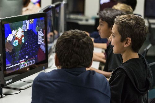Math. Science. Recess. Minecraft? Twitch club brings gaming to school - Los Angeles Times