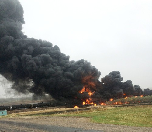 North Dakota town evacuated after latest oil train car explosion - Los Angeles Times