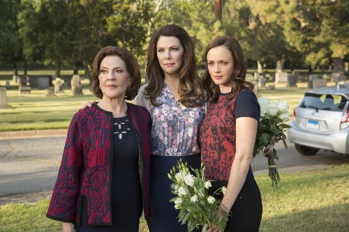 'Gilmore Girls: A Year in the Life' is a welcome slice of smart holiday escapism - Los Angeles Times
