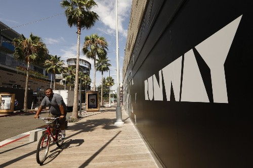 Cars soon will be unwelcome on Playa Vista's main drag. And a lot of people are happy about it - Los Angeles Times