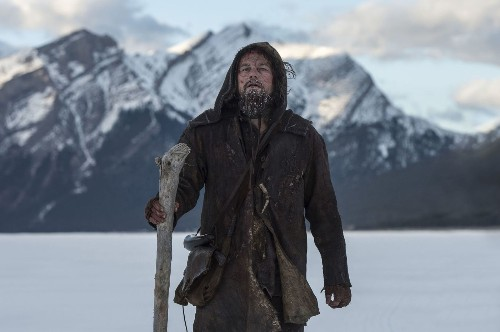 'The Revenant' takes early lead over 'Star Wars: The Force Awakens'