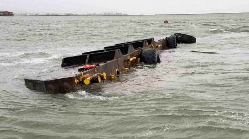 Thousands of gallons of diesel fuel and oil leak from capsized barge in San Francisco Bay