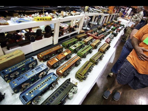 Hundreds check out model trains at Glendale Civic Auditorium show - Los Angeles Times