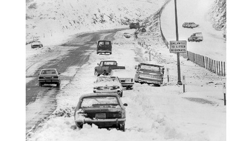 From the Archives: Cars abandoned during 1983 snowstorm - Los Angeles Times