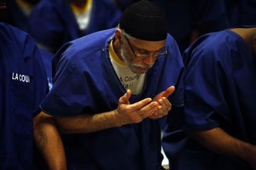 Under new rules, Muslim inmates in L.A. County jails observe Ramadan