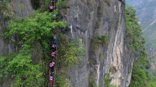 Chinese kids who climb 2,500-foot ladder may get stairs