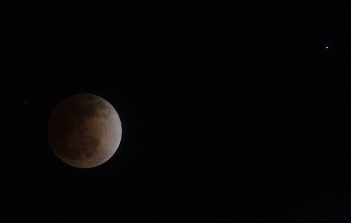 Total lunar eclipse Saturday morning: What makes this one special - Los Angeles Times