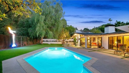 Actress Annie Potts looks to break away from her Sherman Oaks Midcentury