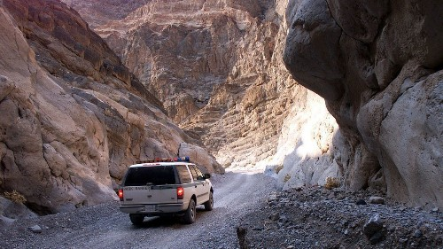 Glendale man dies while rappelling down a cliff on a canyoneering trip in Death Valley